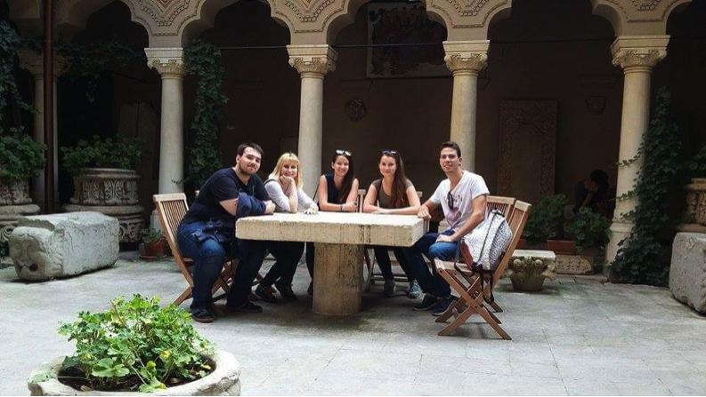 Kirándulás Bukarestben (balról jobbra: Daniel (AEGEE-Bukarest elnöke), Tekla, Berni, Petra, Ákos)